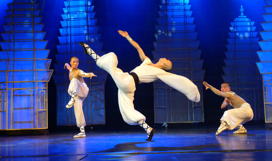 red theatre kungfu show